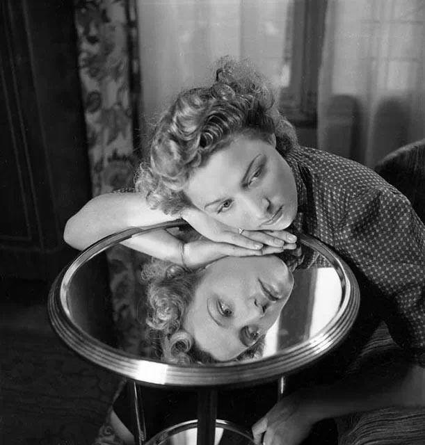 Les 122 meilleures images propos de reflet dans le for Reflet dans le miroir