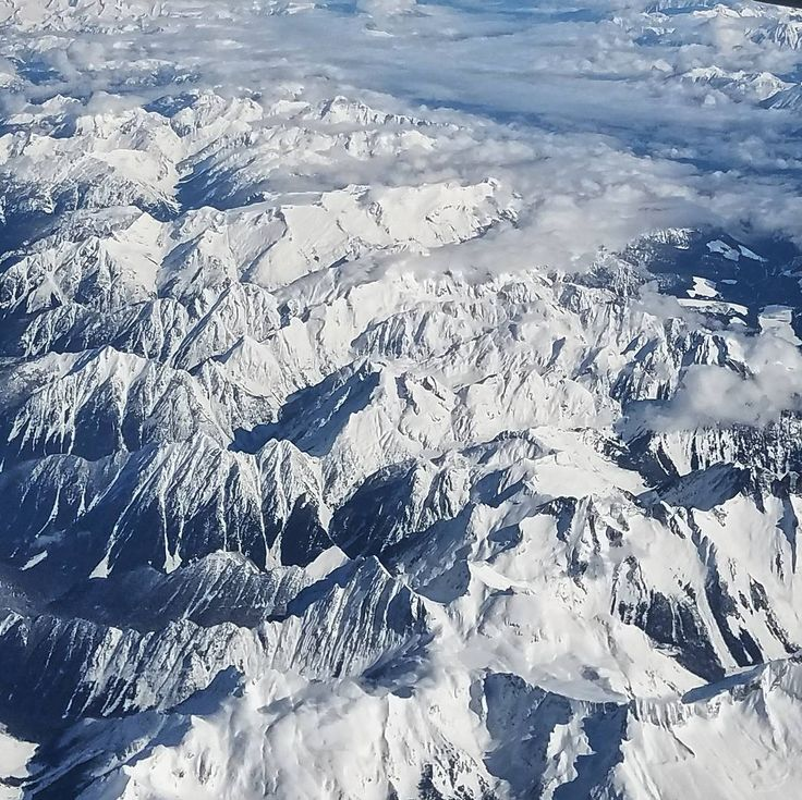 Vistazas de las montañas de #Canada al levantarse de una siestecita # # #mountain #snow #nobody #cold #sky #scenic #glacier #travel #valley #landscape #nature #mountains #forest #amazing