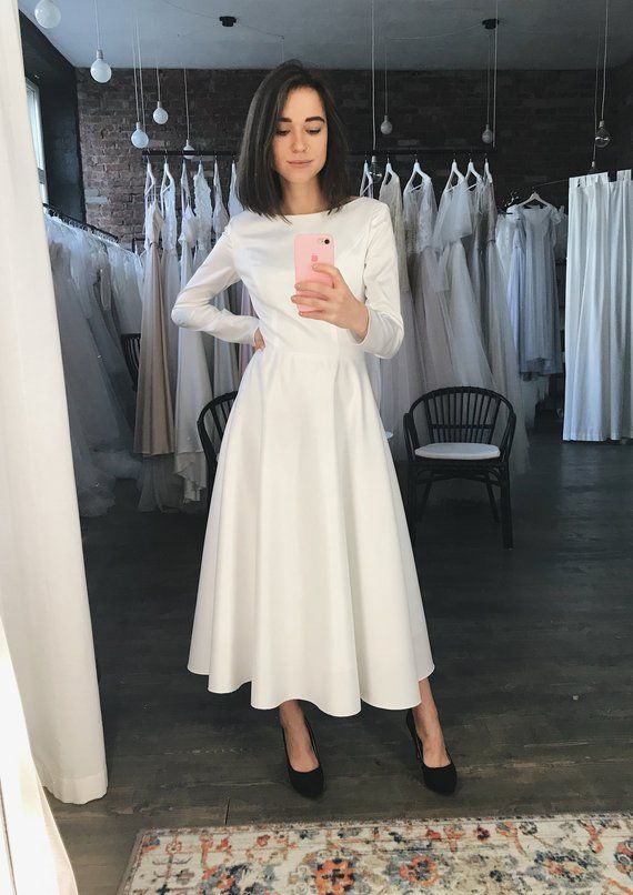 Pin By Veronica Heissler On Dlinnoe Plate Vechernee In 2020 Long Sleeve Satin Wedding Dress Midi Wedding Dress Simple Prom Dress Short