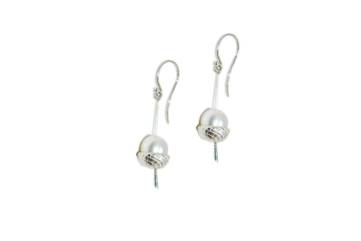 If you enjoy nature and organic forms then you will love these fascinating and detailed acorn earrings.#silver #contemporary #unique #London  #designer #jewellery  #NudeJewellery