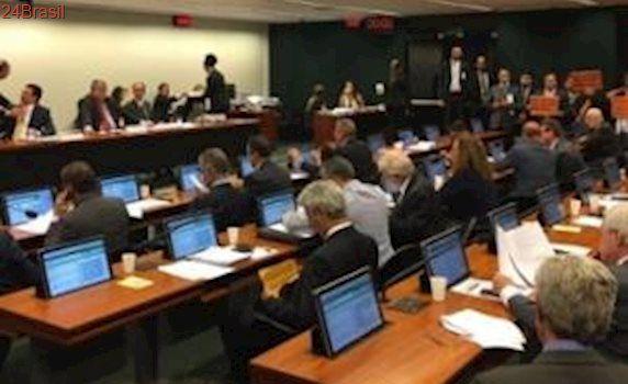 Deputados pedem que o governo envie cálculos sobre a Previdência
