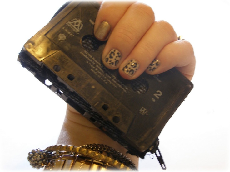 : DIY Accessories - How To Make A Casette Tape Wallet / Coin Purse