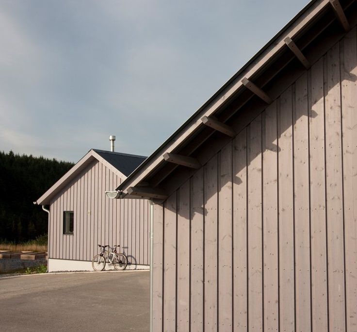 EDGEFIELD: NEW BARN BY RURAL OFFICE FOR ARCHITECTURE