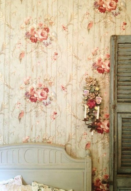 vintage wallpaper.Gorgeous would love this in my bedroom