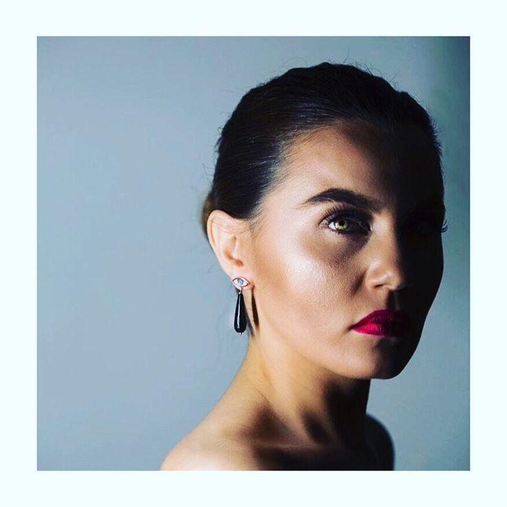 MyLifelikes portrait #womenportrait #jewelry #earrings #gemstones #portrait #fashion #style