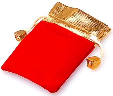 Darčekové vrecko v červenej farbe so šnúrkou z luxusnej semišovej látky. Vrecko je vhodné na ozdoby ako: náramky, prstene, náušnice, kamienky, náhrdelníky, prívesky, manžetové gombíky a iné drobnosti. Vrecko má rozmer 12cm x 9cm. Vrecko ma čierne semišové telo. Vrchol vrecka a šnúrka majú zlatú farbu. Vrecko pôsobí veľmi elegantne a je kvalitne spracované.  http://www.luxusne-doplnky.eu