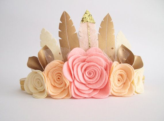 Discontinuing// Sweetheart Rose Feather Crown por kireihandmade