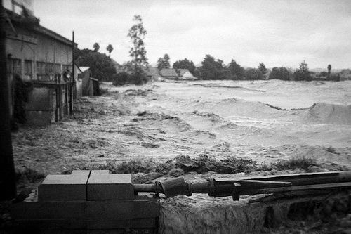 Waves in the flood waters during the Maitland Flood, 1955: Lucey Collection
