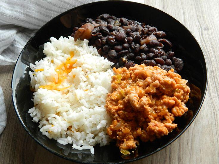 Receta de frijoles negros, con arroz y carne guisada