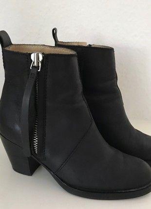Kaufe meinen Artikel bei #Kleiderkreisel http://www.kleiderkreisel.de/damenschuhe/stiefelette/160155477-acne-studio-schuhe-stiefeletten-schwarz-leder-36-37-pistol-ankle-boots-black