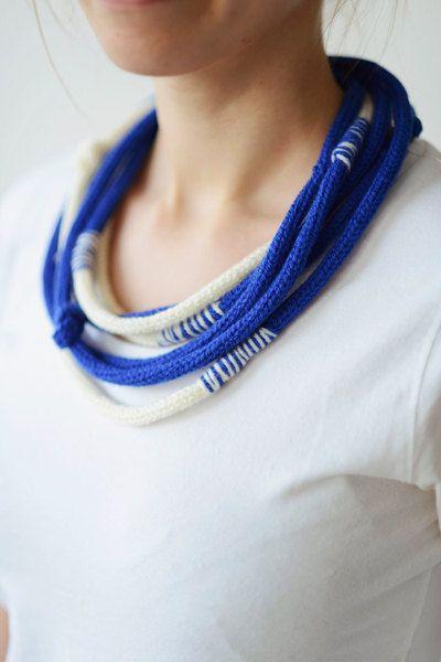 Knitted necklace knit jewellery blue by Strickzeit on Etsy, €13.00