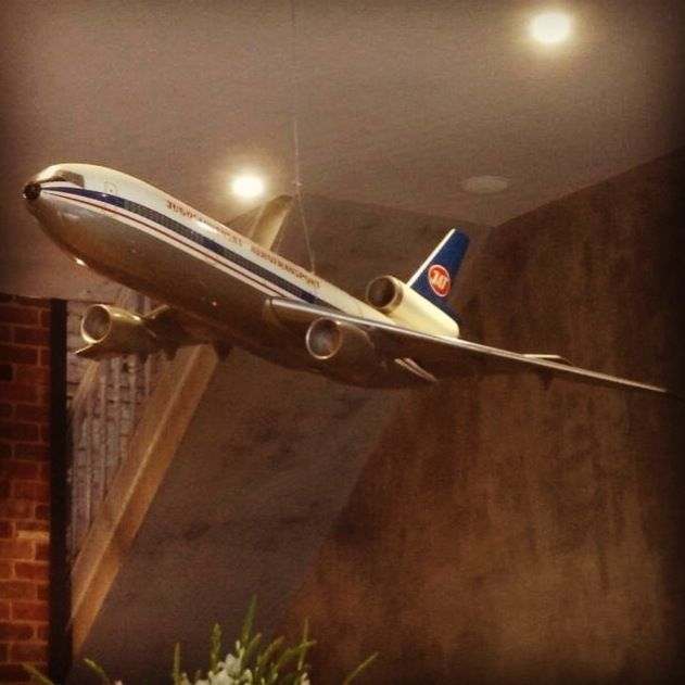 There's a plane flying around in this cafe.