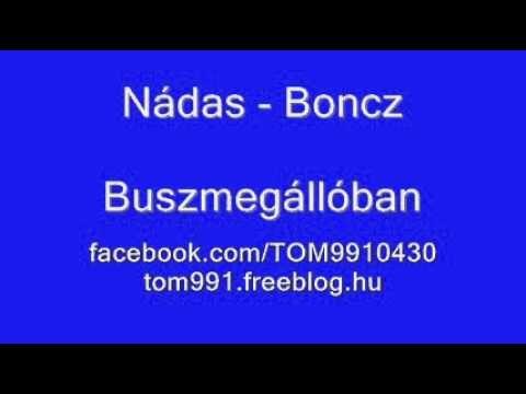 Nádas - Boncz: Buszmegállóban