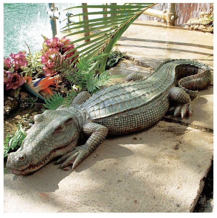 Stsatuette For Outdoor Ponds: Crocodile Statue Garden Art Yard Sculpture Outdoor Decor