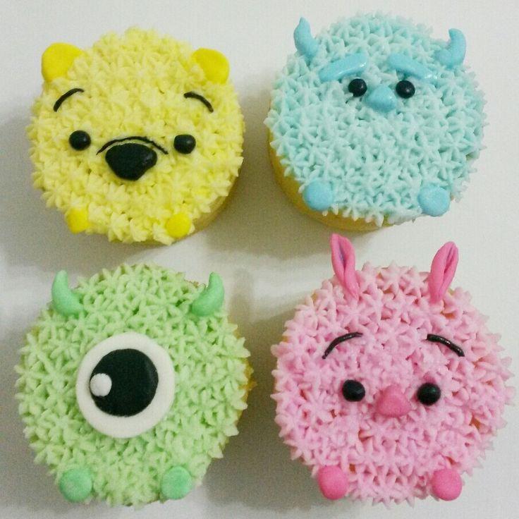 Tsum Tsum buttercream cake ( Winnie the Pooh, Piglet, James, Mike)