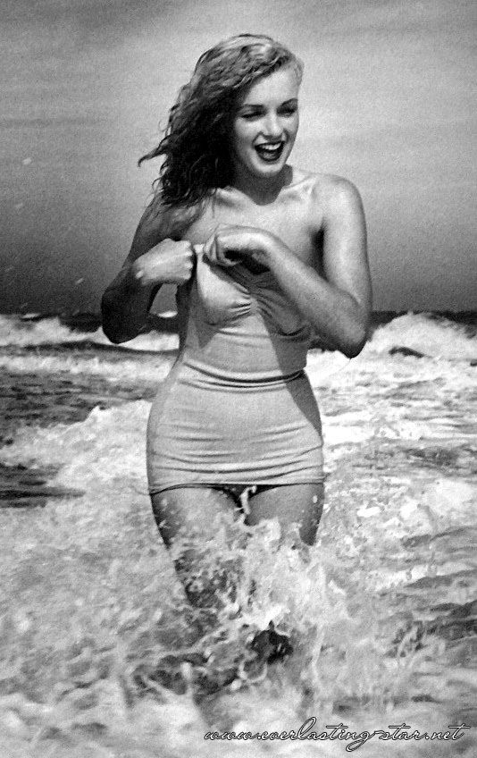 Marilyn Monroe photographed by Andre de Dienes//