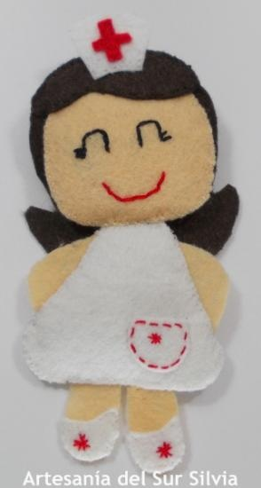 Broche enfermera realizado con fieltro (ver en tienda desde mi blog)