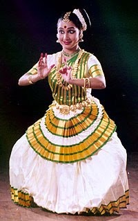 Mohiniyattam!!One of the many art forms of Kerala!