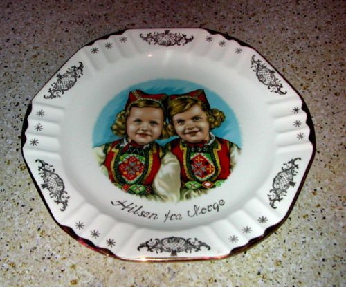 "Figgjo Flint Norway 2 Kids IN Norwegian Dresses Hilson Norge 8"" Decorative Plate 