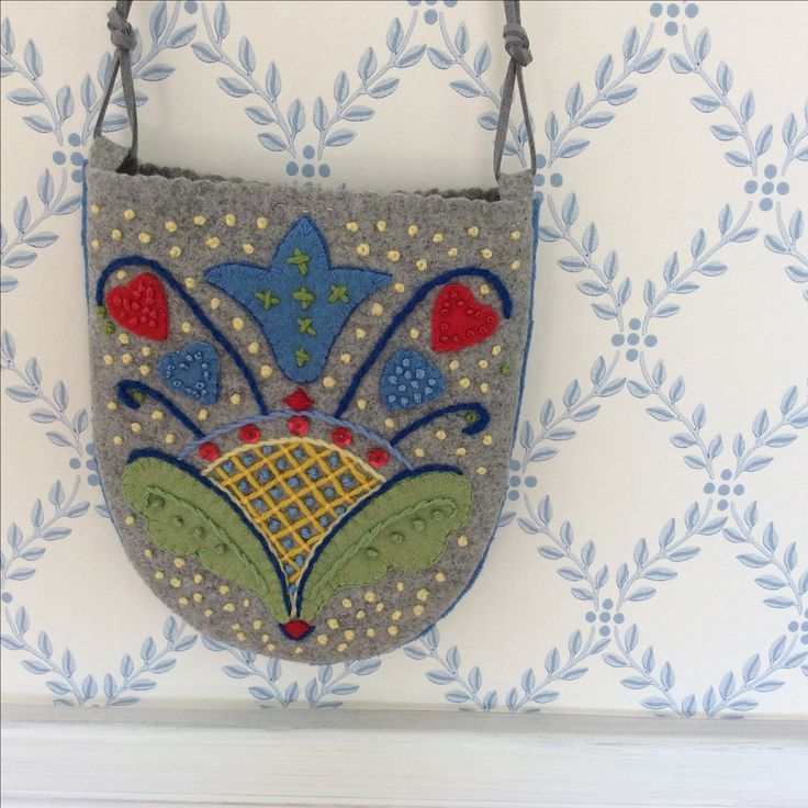 RESEARCH NORWEGIAN TOLE PAITING DESIGNS REPRODUCE IN FELT