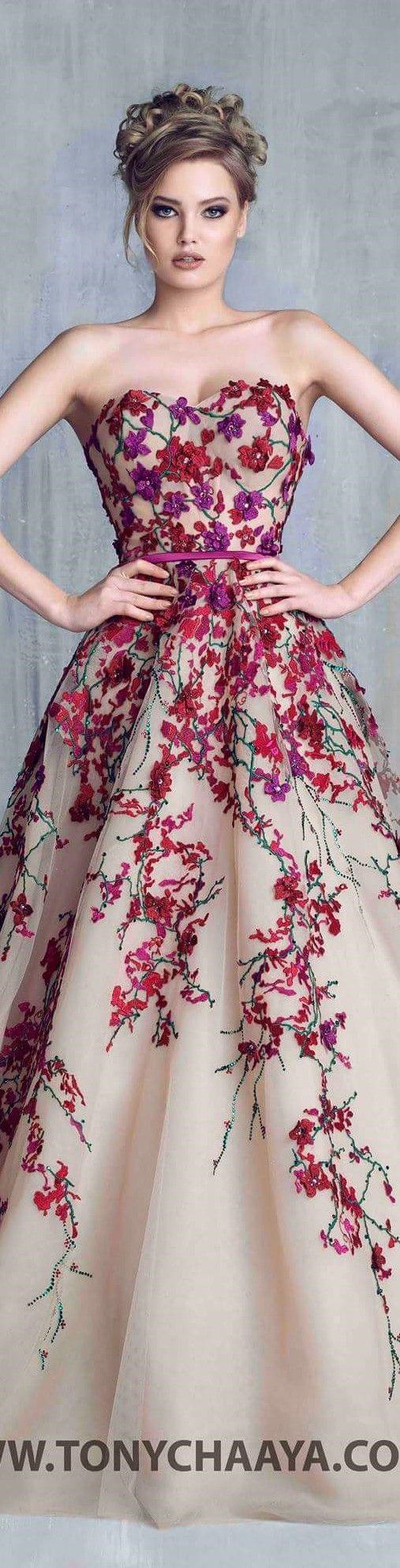 (não gostei da parte de cima) Bordado em cores vivas + nude Gostei da forma como o bordado se espalha pela saia. Tony Chaaya couture 2016
