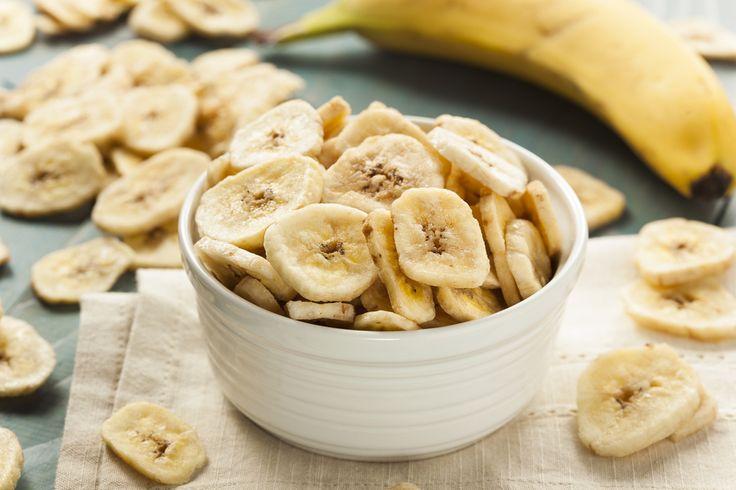 Banan fungerar bra som mellanmål, i fruktsallad eller i bakverk till fikat. Bättre hälsa tipsar här om hur du också kan använda frukten som snacks. Förutom att det är riktigt gott kan det också var...