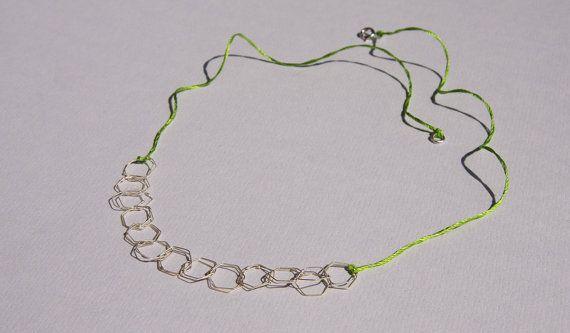 Collana a maglie esagonali su un filo di seta realizzato a mano in argento o oro - 18k collana aria - collezione di esagoni