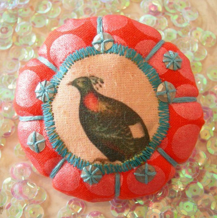 "Broche ""oiseaux de printemps""A10 via LUNE ROUSSE. Click on the image to see more!"