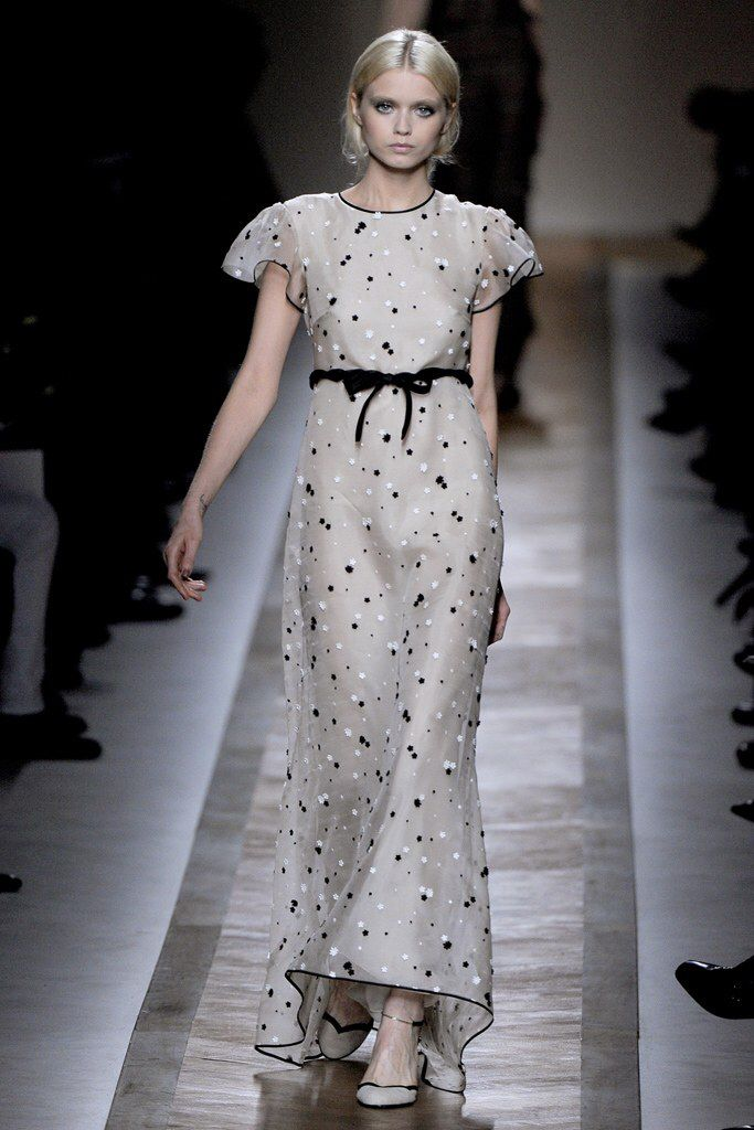 See the complete Valentino Spring 2011 Ready-to-Wear collection.