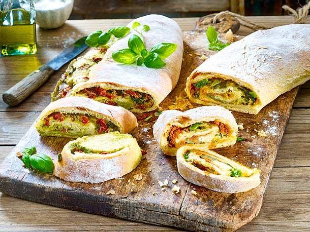 Gefülltes Brot zum Grillen   – Food and drink