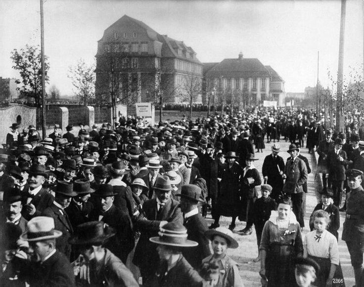 Exponat: Photo: Demonstration gegen die Abtretung Oberschlesiens, 1919