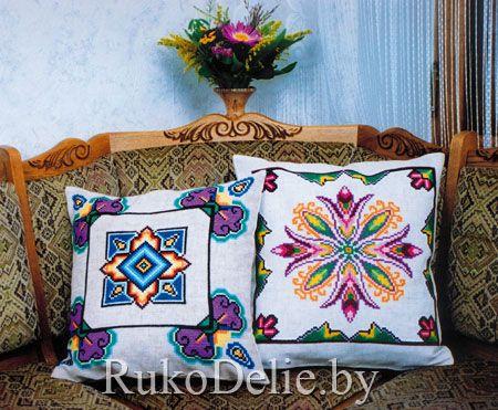 Наволочки на диванные подушки с геометрической вышивкой крестиком