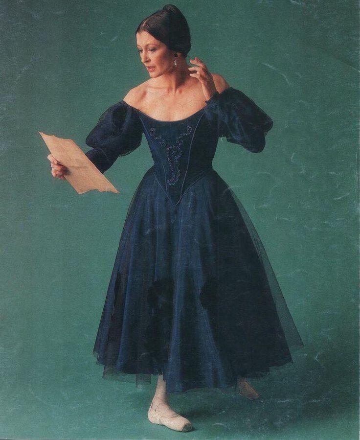 Carla Fracci as Tatiana in Onegin. #Ballet_beautie #sur_les_pointes * Ballet_beautie,