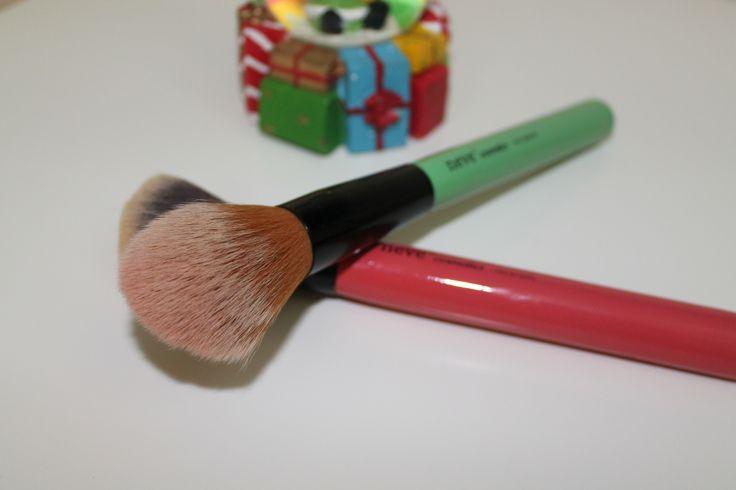 Pennelli Neve Cosmetics