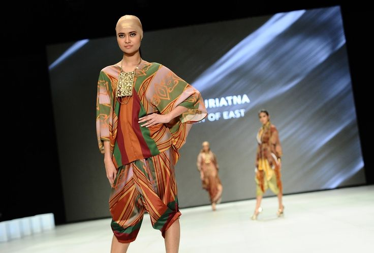 http://www.zimbio.com/pictures/XekggnDd7rY/Indonesia Fashion Week 2014/rFMJPNFQsSG