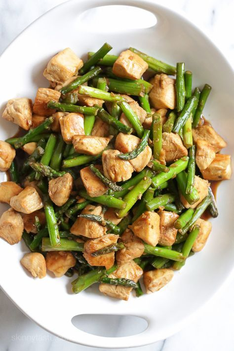 Chicken and Asparagus Teriyaki Stir-Fry – a quick and easy Spring stir-fry, perfect for weeknight cooking! Weight Watchers Smart Points: 5 • Calories: 302