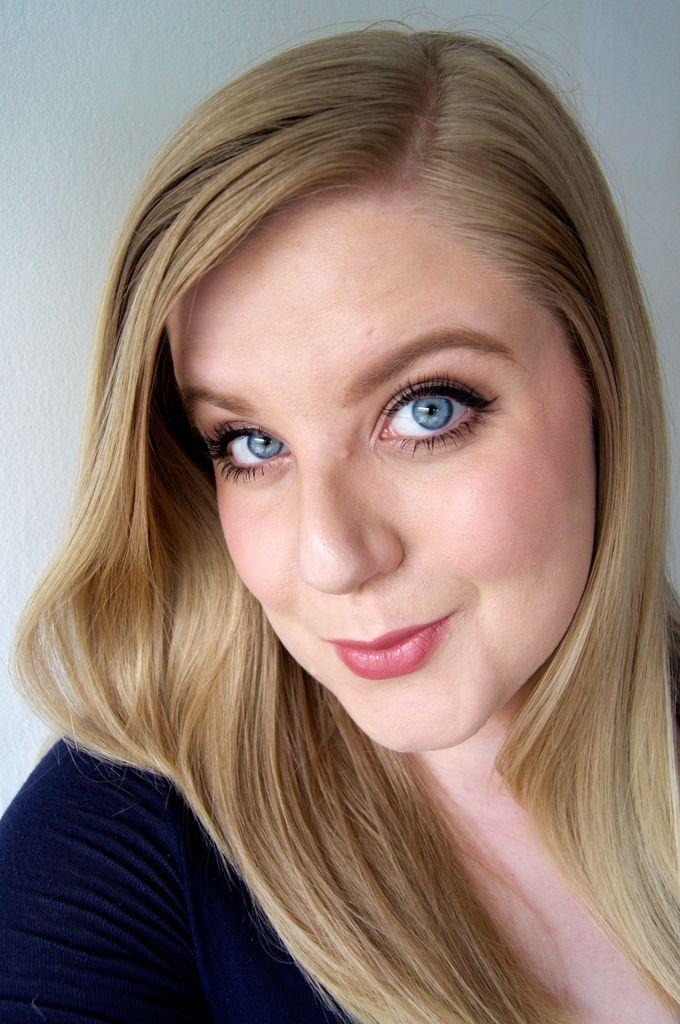 Hollywood winged eyeliner makeup -http://www.liseemilia.com/