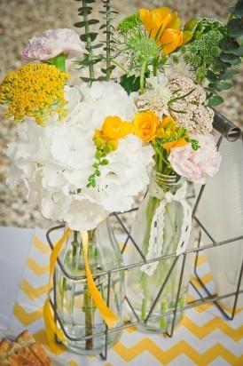 ©Eve-Hilaire-Photographies - mariage en jaune et rose - La mariee aux pieds nus