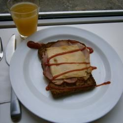 Ham, kaas en ei ontbijttosti @ allrecipes.nl egg in a hole