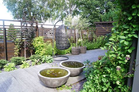 Lettstelt oase. Finn Schøll sin egen hage.