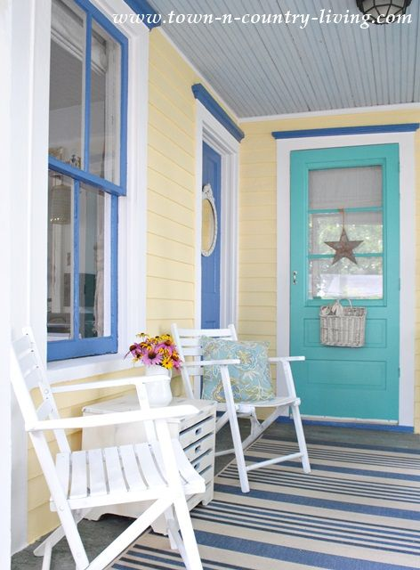 1095 best beach cottage coastal colors images on pinterest for Best yellow exterior paint color