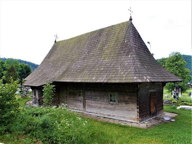 Turismul în România: Biserica de lemn din Putna