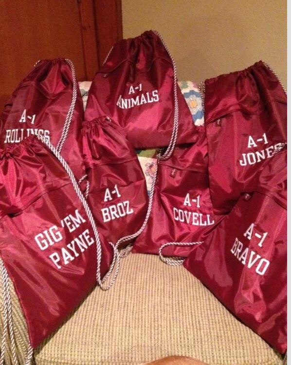 Show your team spirit with matching Cinch Sacs in your team color!  #teamspirit, #team, #teambags, #31gifting, #field