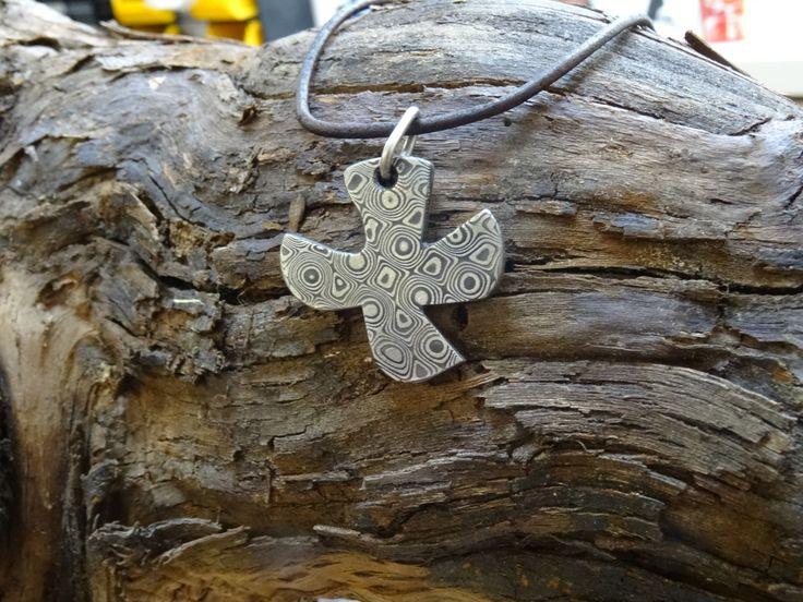 Ein Taubenkreuz aus Rosendamst hergestellt! Ich bin immer für Sonderanfertigungen offen.  Mehr auf www.damastringe.de Euer Dirk
