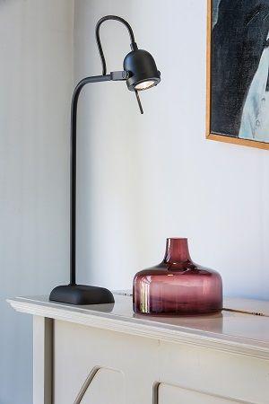 Prachtige design tafellamp in mat zwart!