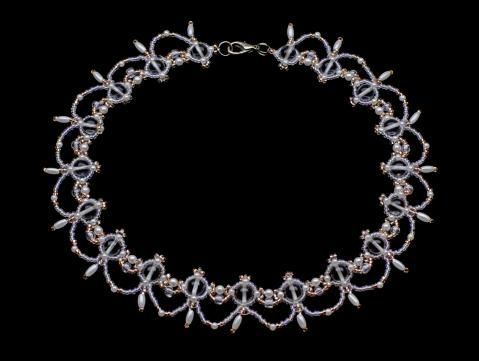 Ожерелье хрустальное и бежевое