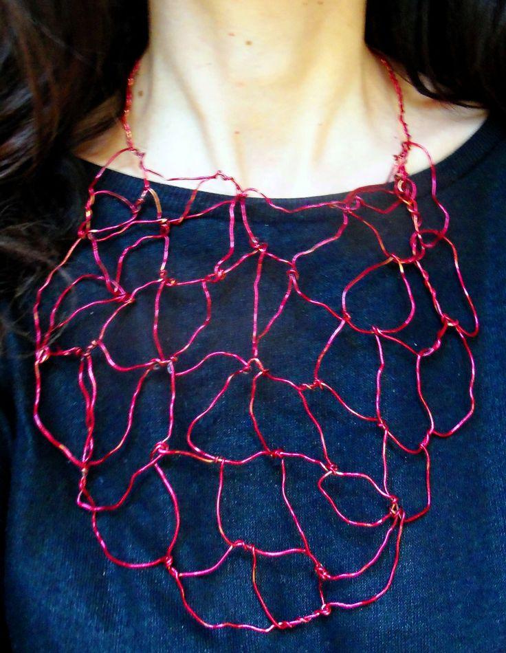 Γλυπτό από σύρμα για το λαιμό Sculpture by wire necklace.