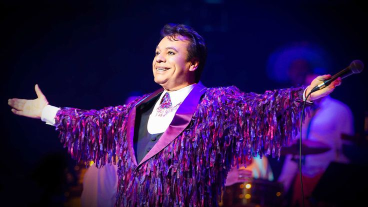 A los 66 años de edad fallece el 'Divo de Juárez' este mañana por un ataque cardíaco, tras actuar anoche en Santa Mónica, California