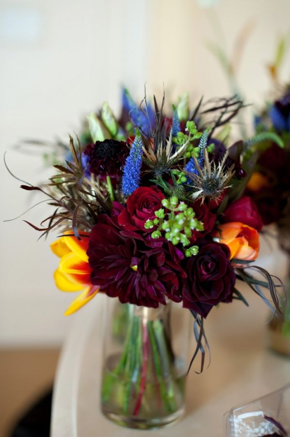 love the drama of this bridal bouquet!