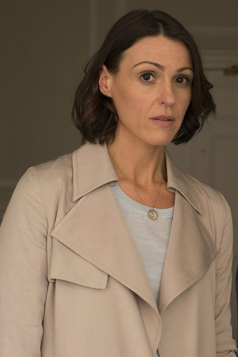 Suranne Jones as Doctor Foster in one of at least two lighter-weight, less structured trench coats she was spotted in...